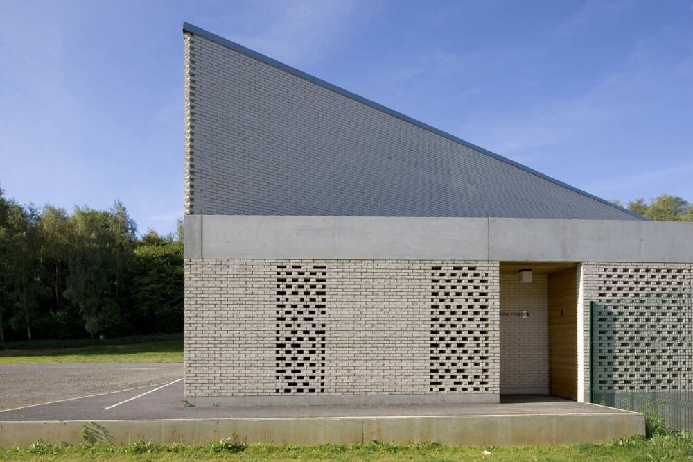 Caen Services Building / RemingtonStyle