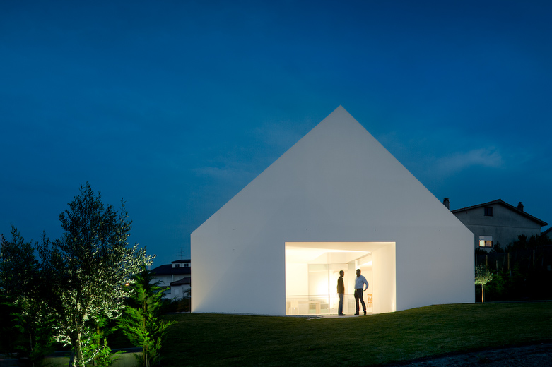 House In Leiria / Aires Mateus