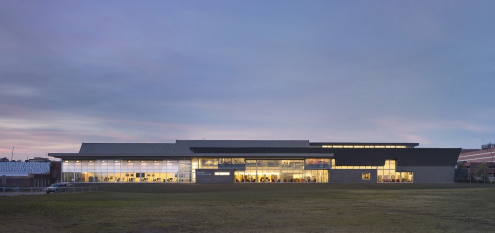 Montrose Cultural Centre / Teeple Architects