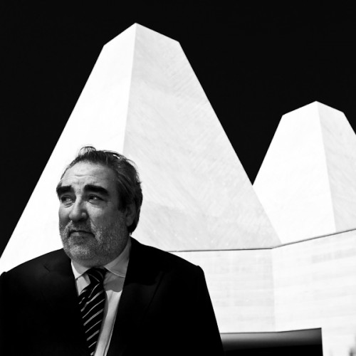 Eduardo Souto de Moura, 2011 Pritzker laureate, in front of the Casa das Histrias Paula Rego. Photo by Francisco Nogueira.