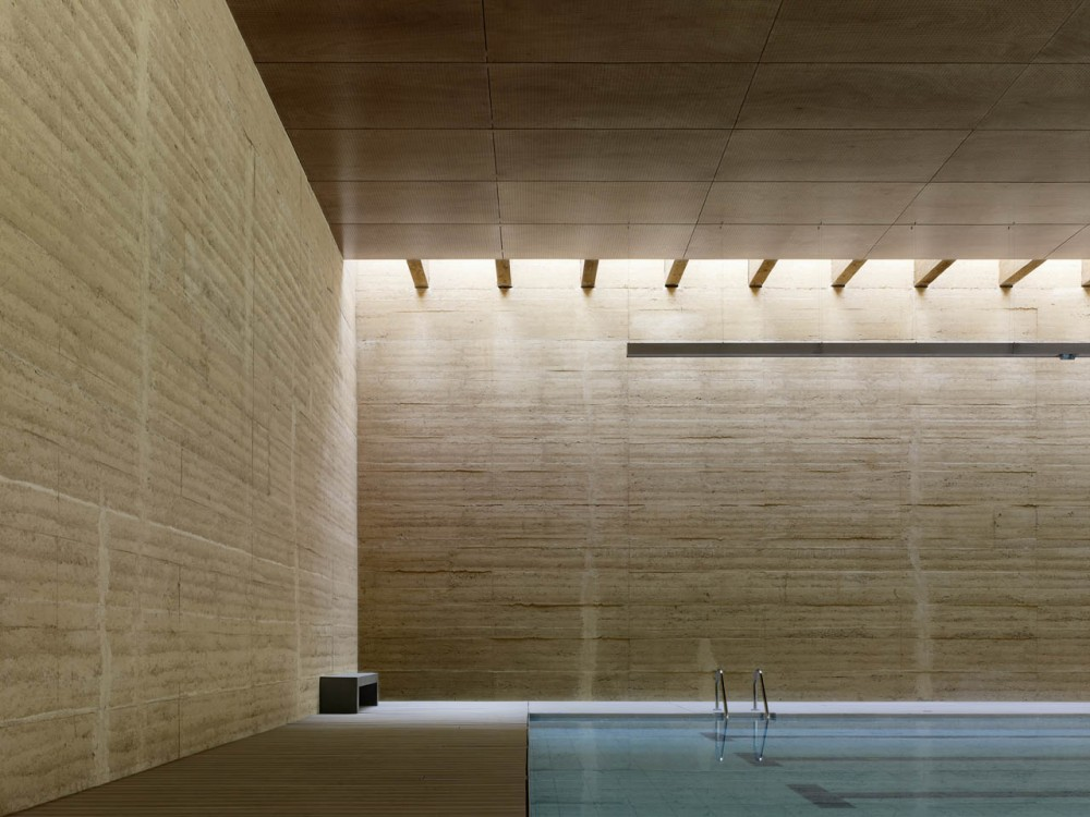 Indoor Swimming Pool in Toro / Vier Arquitectos