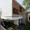 Sharma House / Kamat and Rozario Architecture © Lester Rozario