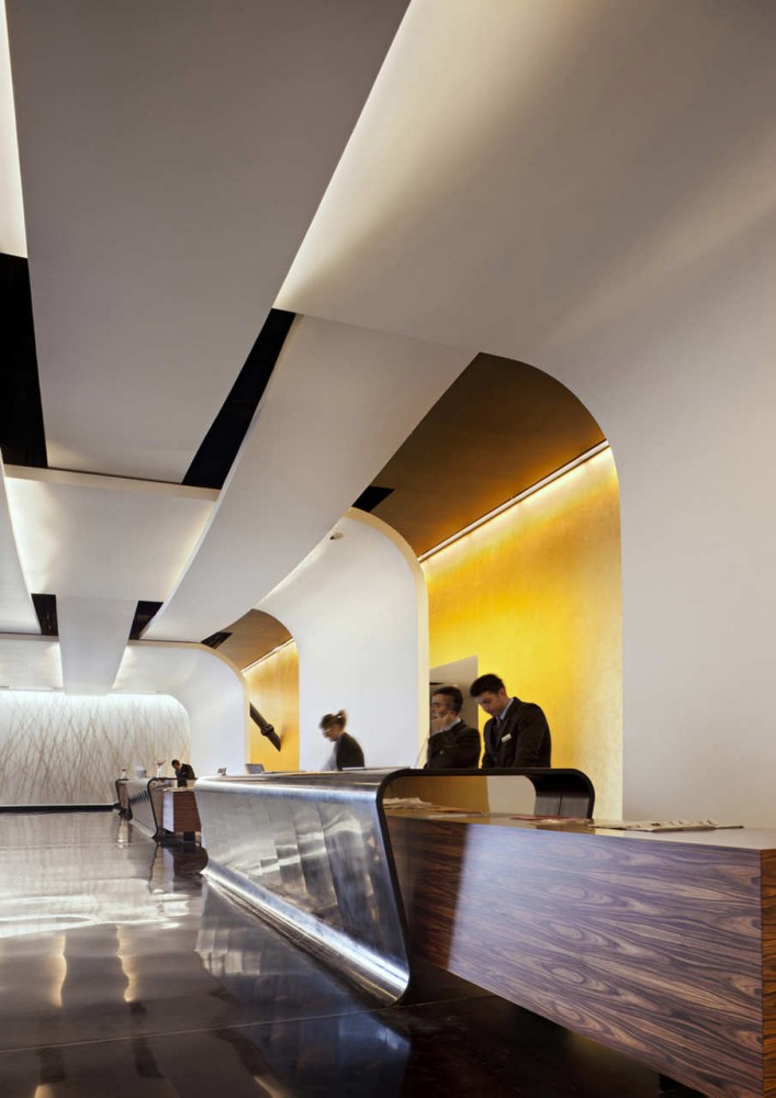 The Sheraton Milan Malpensa Airport Hotel & Conference Centre / King Roselli Architetti
