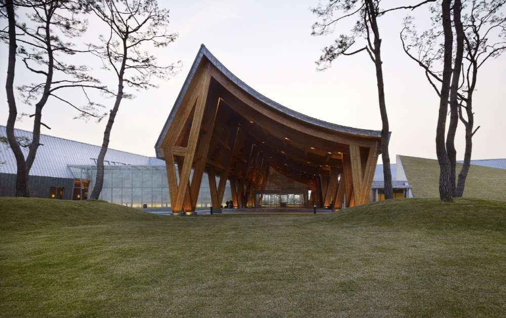 Lake Hills Suncheon Golf Resort / Ken Min Architects