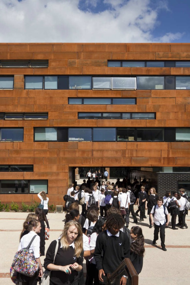 Stoke Newington School and Sixth Form / Jestico + Whiles