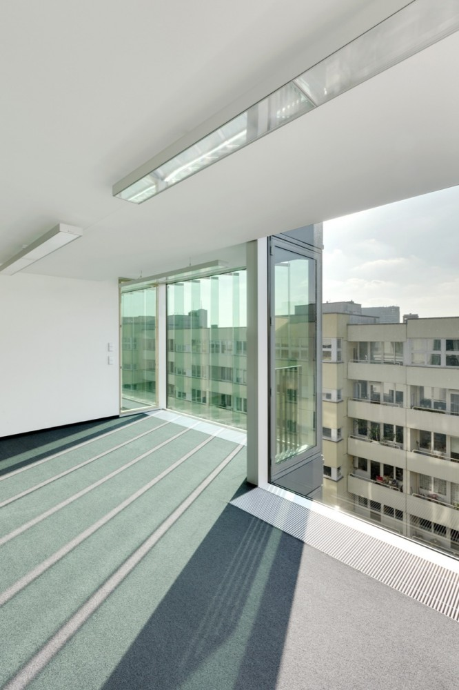 Friedrichstrasse 40 Office Building / Petersen Architekten