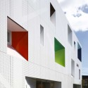 © Sugamo Shinkin Bank / Emmanuelle Moureaux Architecture + Design © Nacasa & Partners Inc.