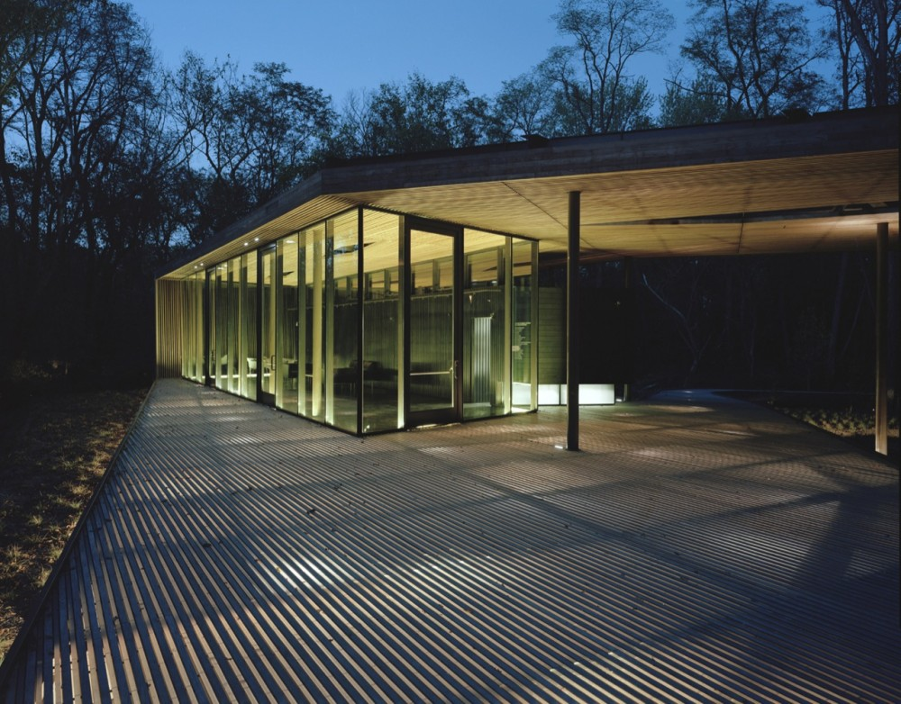 The Ruth Lilly Visitors Pavilion / Marlon Blackwell Architect