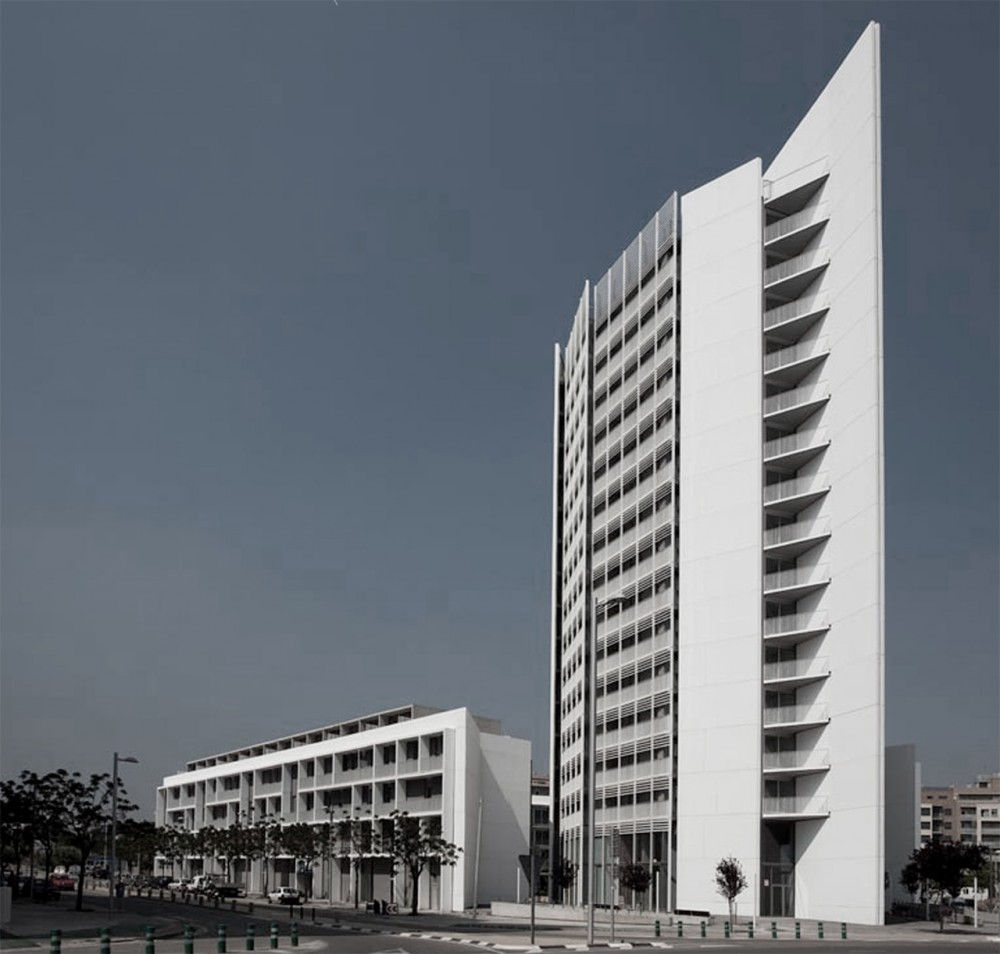 Parc Central Social Housing Building / OAB + Peñín Architects