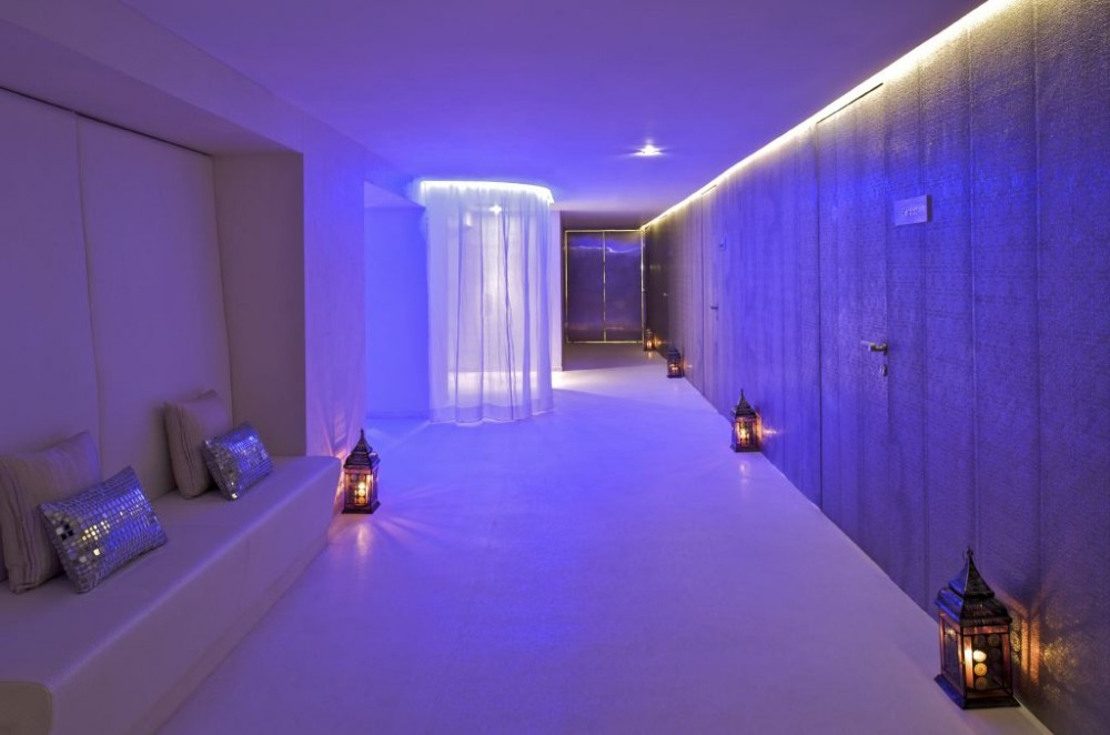 Aura Spa at the Park Hotel / Khosla Associates