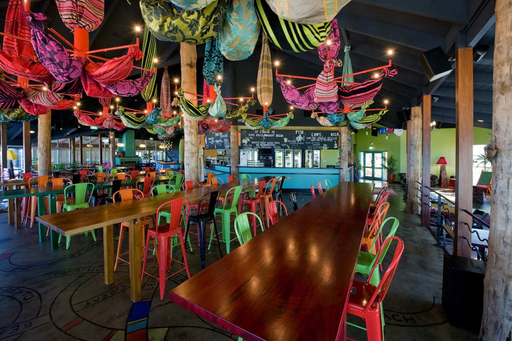 Clancy&#8217;s Fish Bar City Beach / Paul Burnham Architect