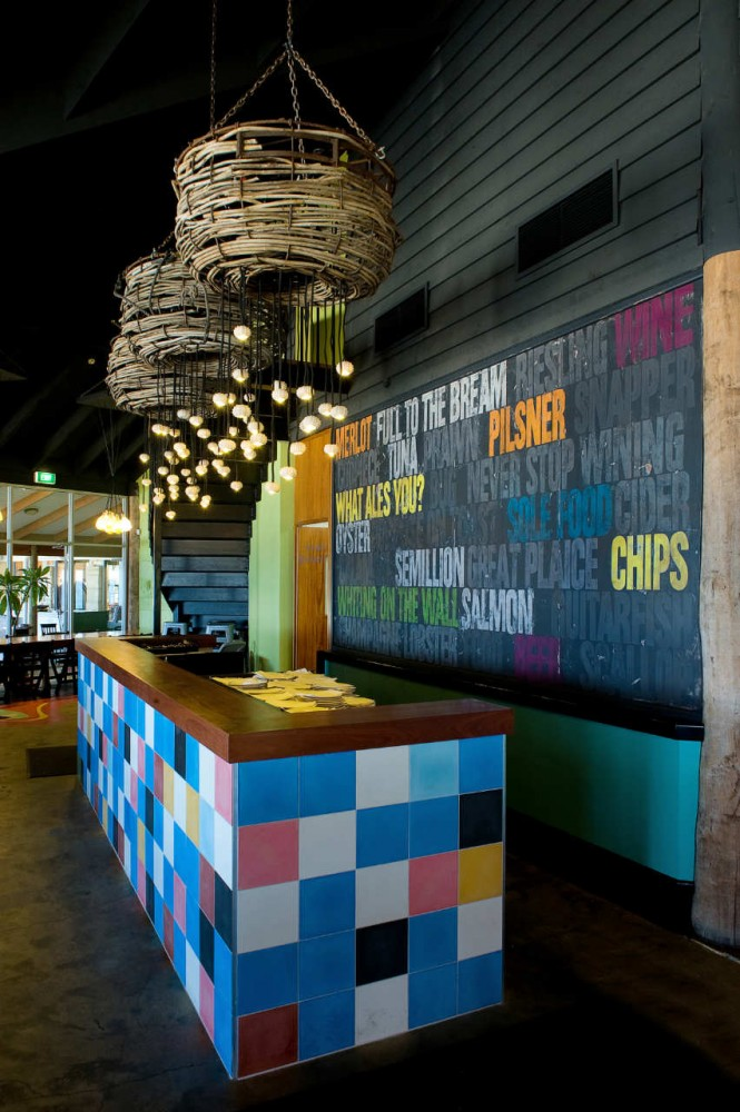 Clancy's Fish Bar City Beach / Paul Burnham Architect