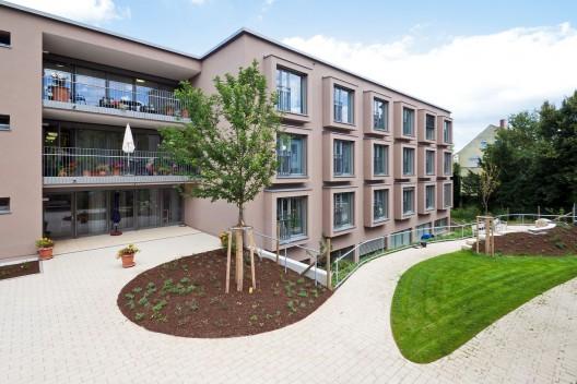 Veronica house elderly care facility f m b architekten for Home design for seniors