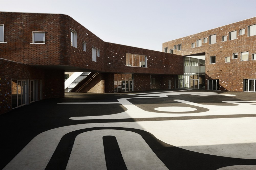 Levi Strauss High School / TANK Architectes