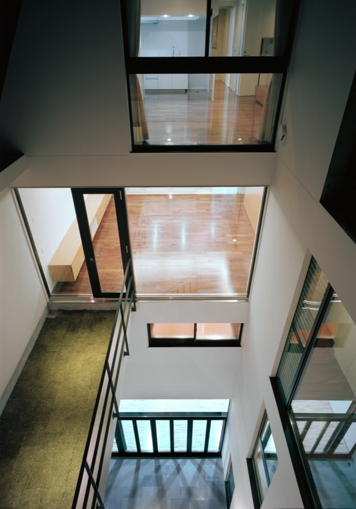 Triplex House in Nakano / LEVEL Architects