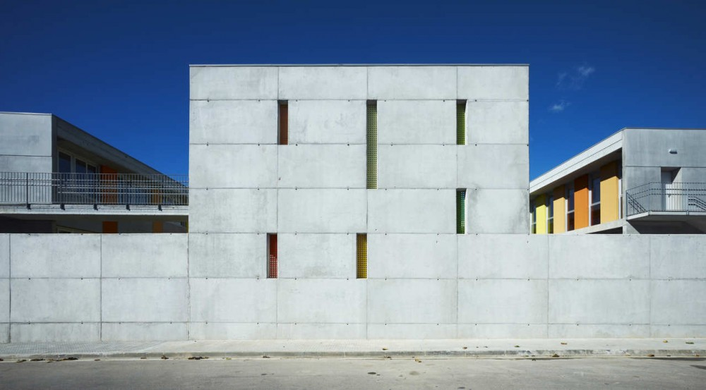 Les Cabanyes Pre School and Primary School / Arqtel