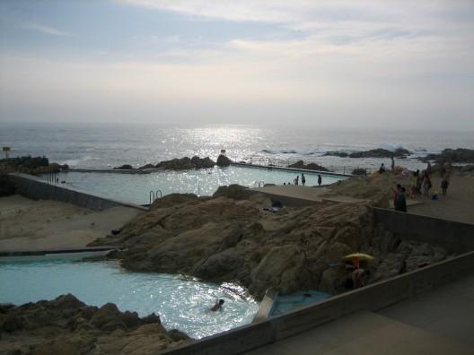 Ad classics le a swimming pools alvaro siza archdaily for Alvaro siza leca swimming pools
