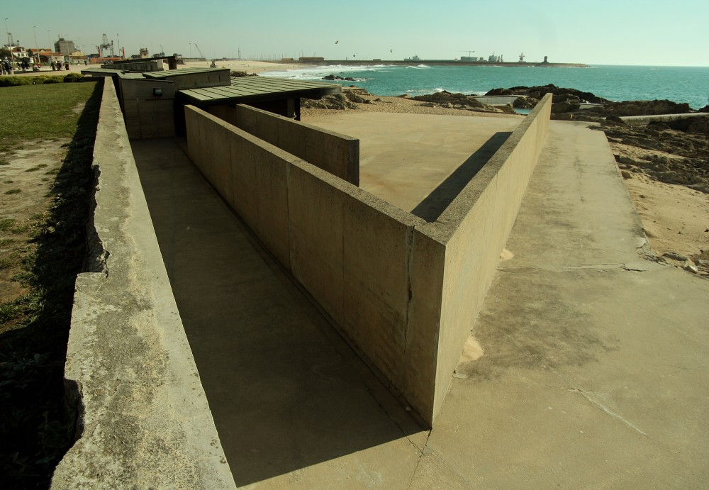 AD Classics: Leça Swimming Pools / Alvaro Siza