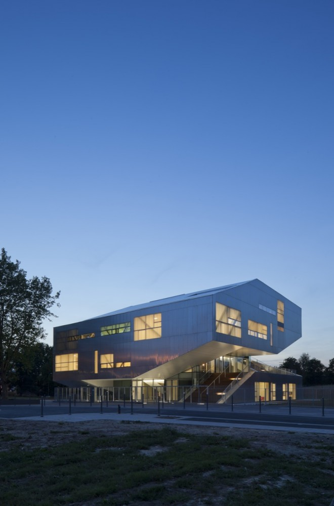 L'arbrisseau Neighborhood Centre / Colboc Franzen & Associes