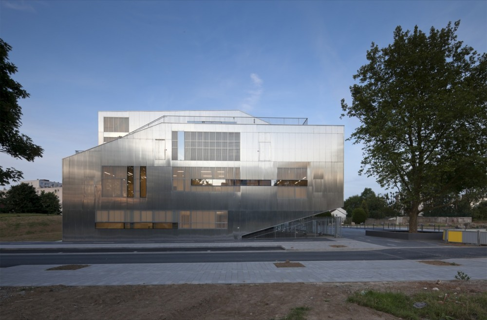 Larbrisseau Neighborhood Centre / Colboc Franzen &#038; Associes