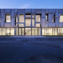 Office Building and Logistic Center / modostudio  Julien Lanoo