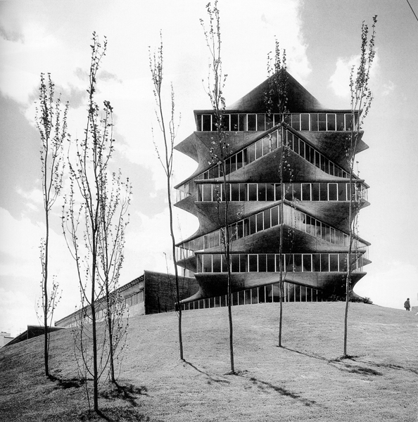AD Classics: The Pagoda / Miguel Fisac