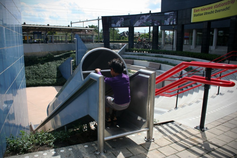 Slide to the Train Station with the Transfer Accelerator by HIK Ontwerpers
