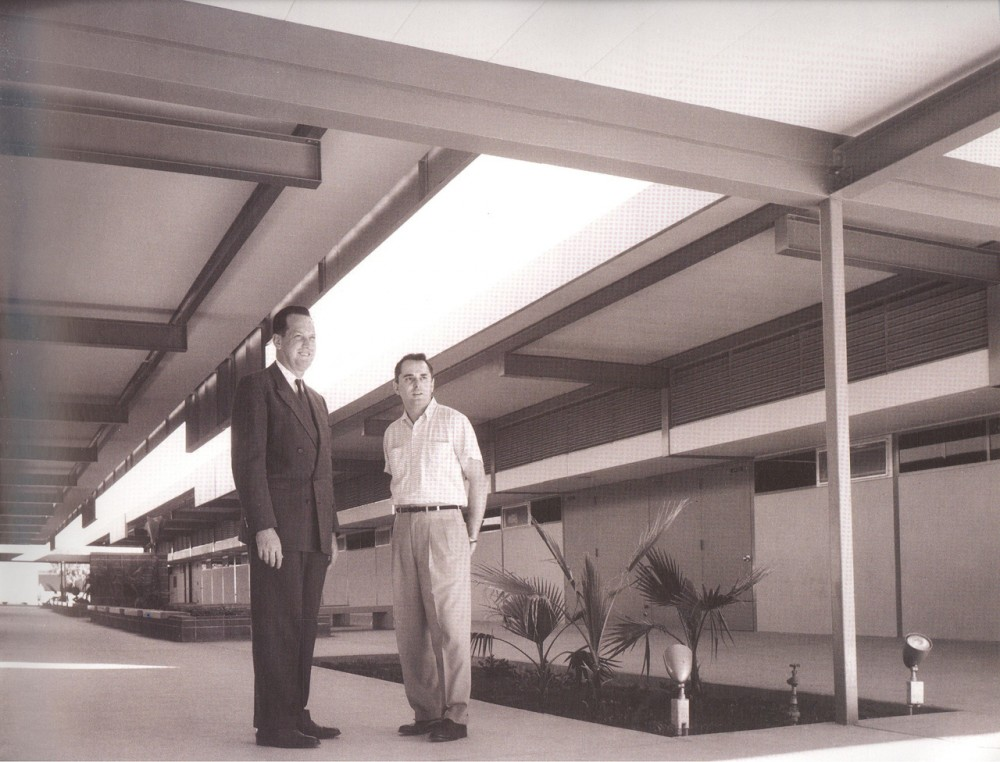 AD Classics: Steel Pre-Fab Houses / Donald Wexler