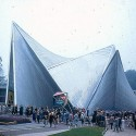 Philips Pavilion / Le Corbusier and Iannis Xenakis (12)  wikimedia commons / wouter hagens