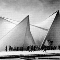 Philips Pavilion / Le Corbusier and Iannis Xenakis (9)  wikimedia commons / wouter hagens
