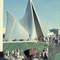 Philips Pavilion / Le Corbusier and Iannis Xenakis (6)  wikimedia commons / wouter hagens