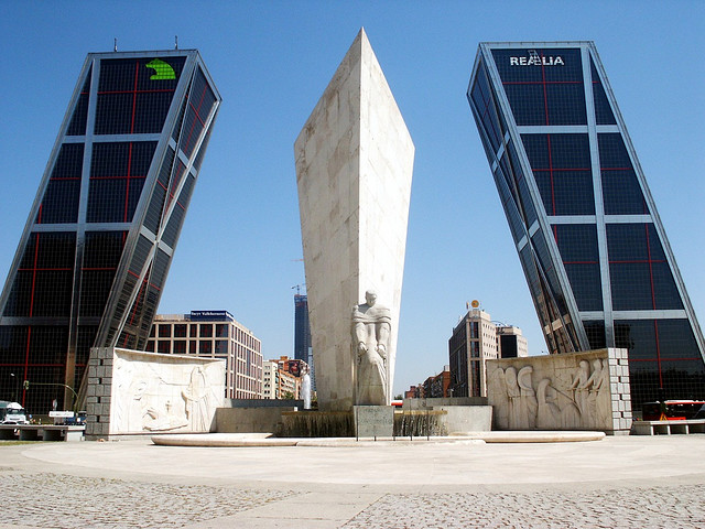 AD Classics: Puerta de Europa / Philip Johnson &amp; John Burgee
