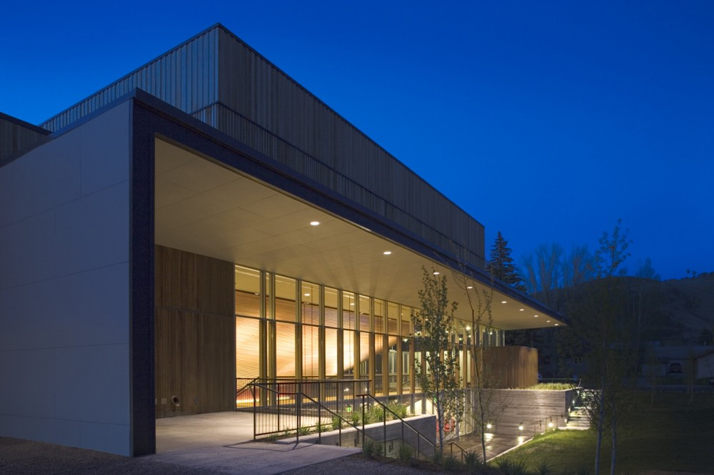 Jackson Hole Center for the Arts Performing Arts Pavilion / Stephen Dynia Architects (Arts Design Collaborative)