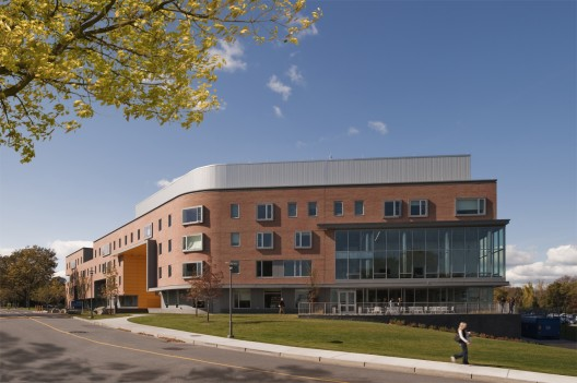 RWU North Campus Residence Hall / Perkins+Will ©2009 Christian Phillips Photography