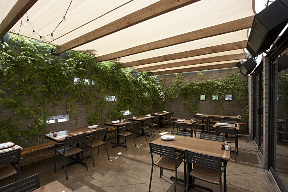 The Parlor Pizzeria / Pathangay Architects with Aric and Jennifer Mei