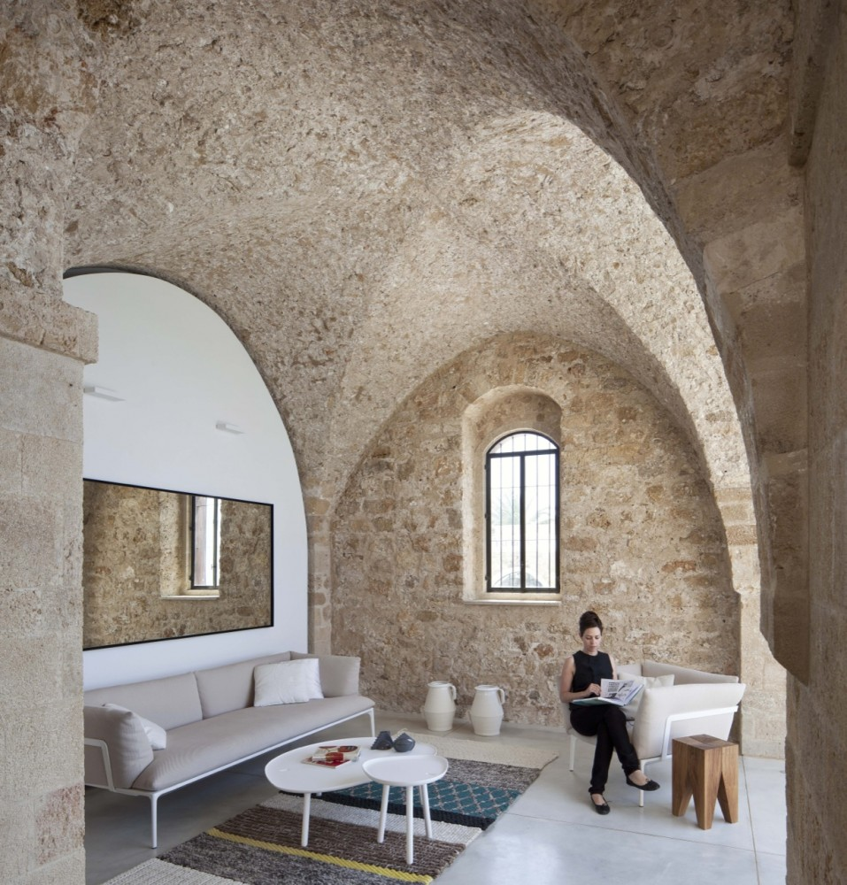 Jaffa Apartment / Pitsou Kedem Architect (19) © Amit Geron