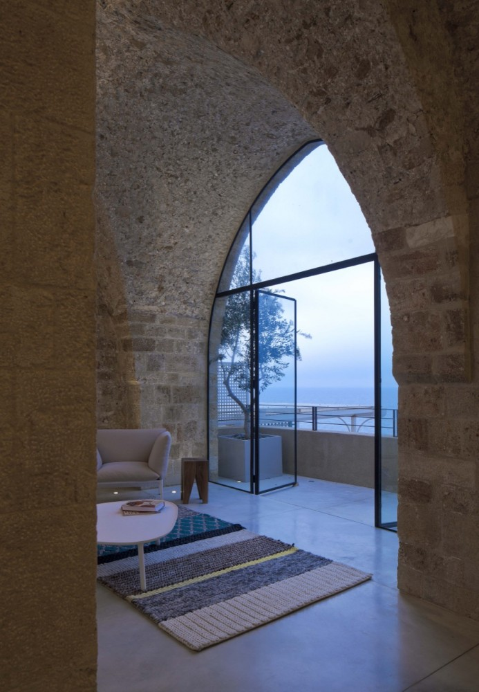 Jaffa Apartment / Pitsou Kedem Architect (15) © Amit Geron