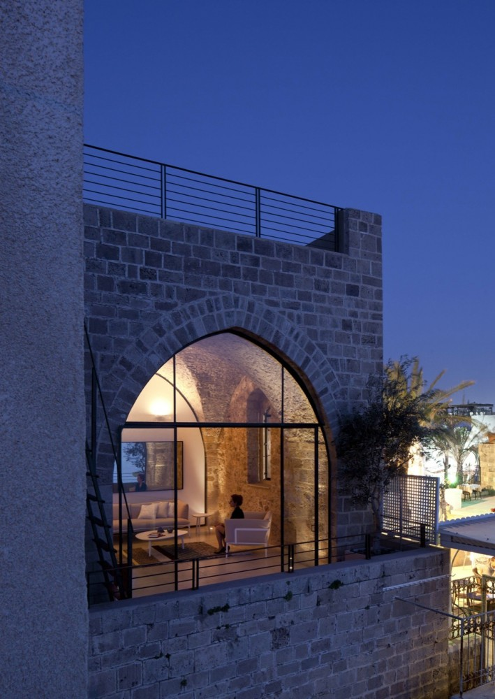 Jaffa Apartment / Pitsou Kedem Architect (2) © Amit Geron