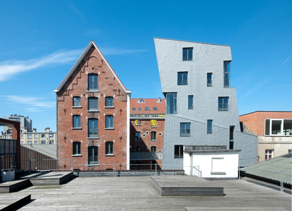 Cheval Noir Housing with Artist's Studios / L'Escaut + Atelier Gigogne