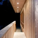 Cedar in Three Textures House / Omar Gandhi  (6) © Greg Richardson Photography