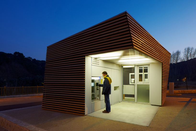Parking Attendants Pavilion / Jean-Luc Fugier
