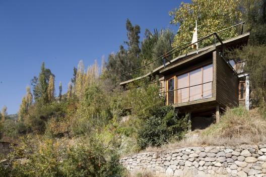 House in pirque 332 arquitectos archdaily - Casas en pendiente ...