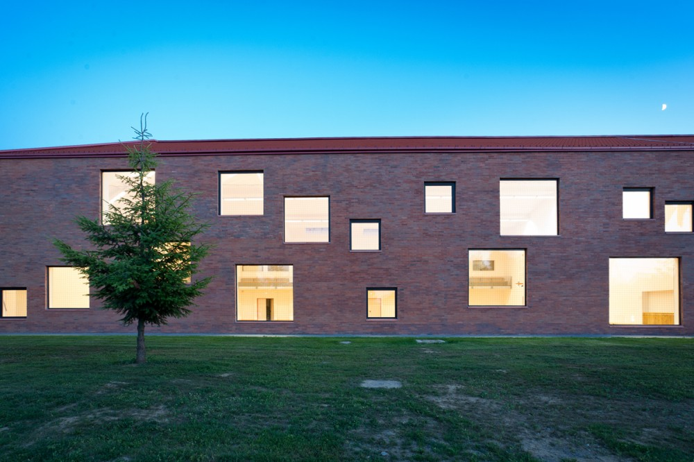 Community Center / MARP + Dvnyi s Trsa