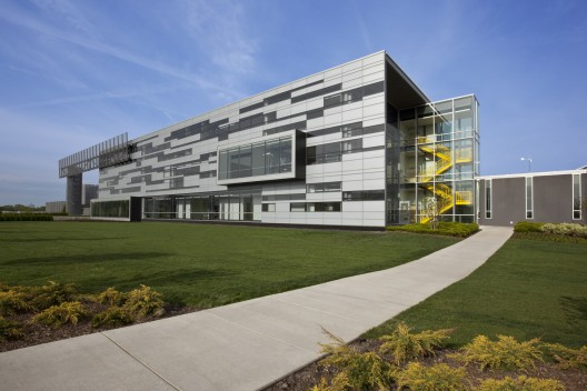College of DuPage Technology Education Center / DeStefano Partners (12) © Barbara Karant / Karant + Associates, Inc.