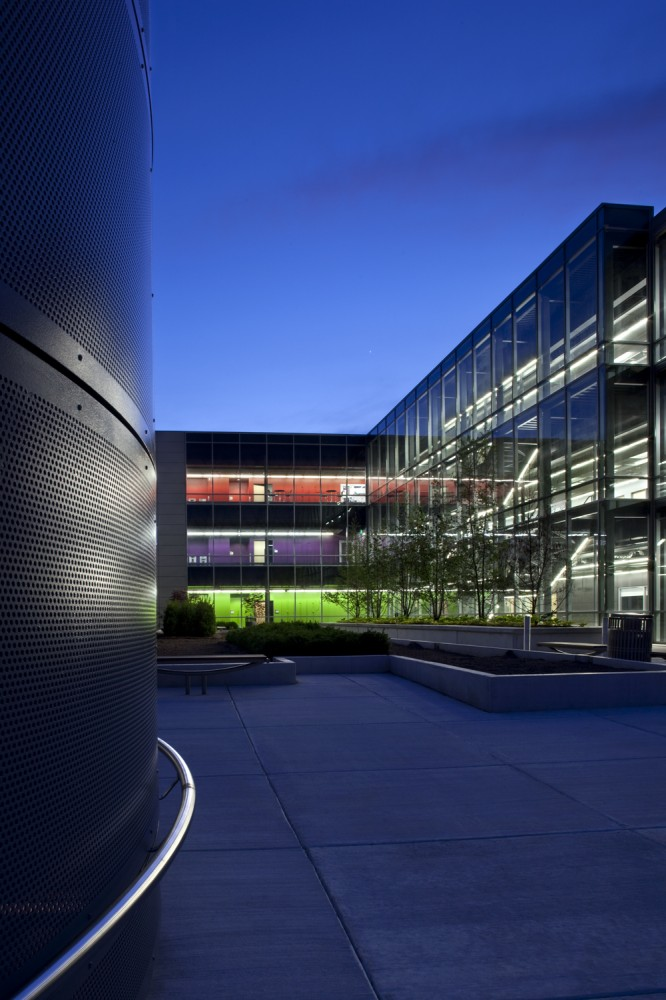 College of DuPage Technology Education Center / DeStefano Partners