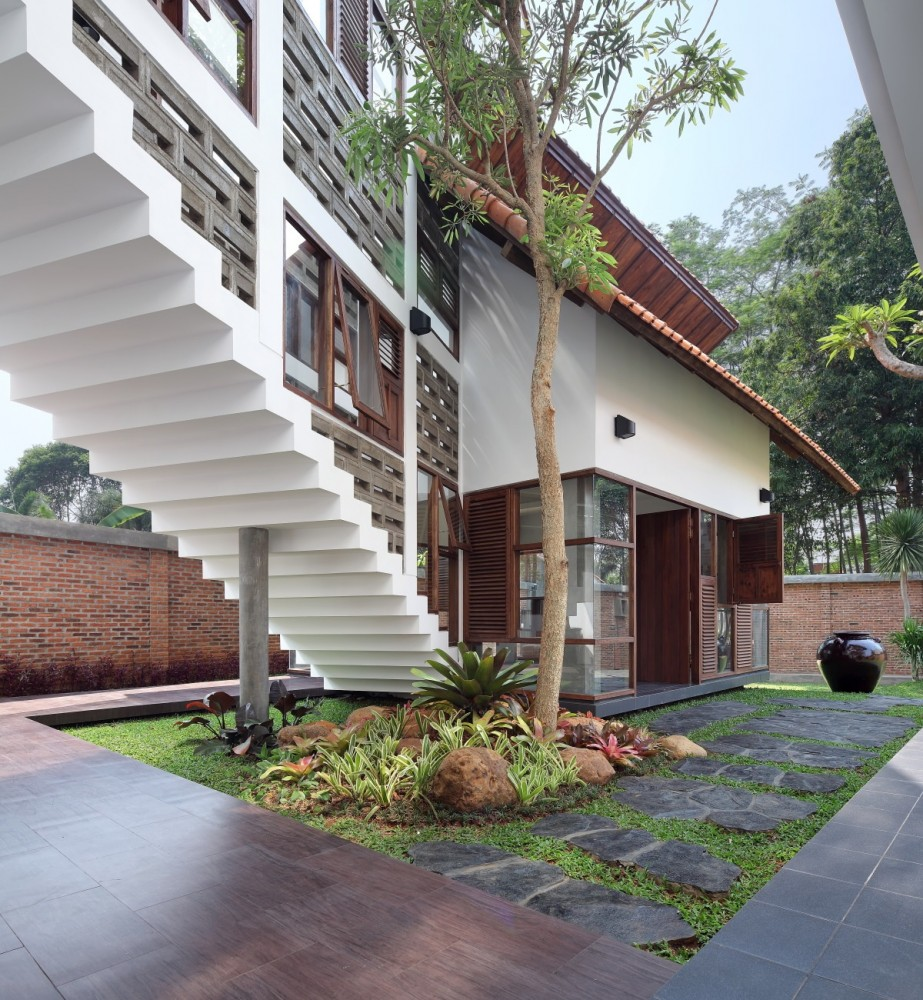 Distort House / TWS &#038; Partners