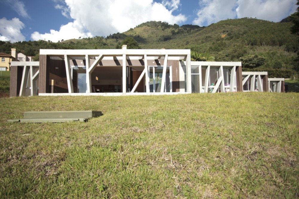Casa M / Plan B Arquitectos