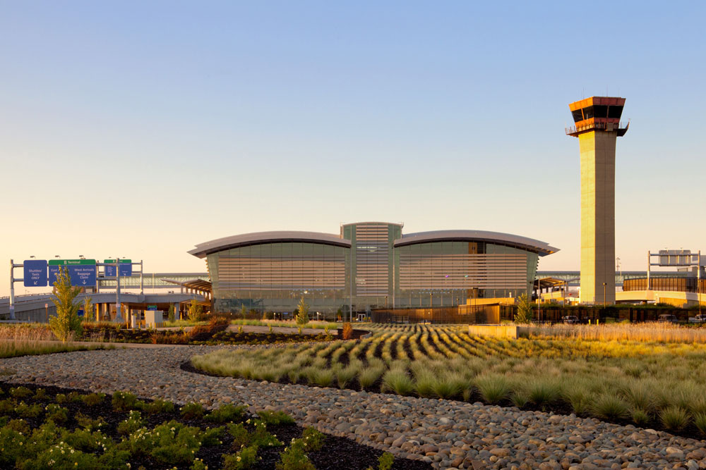 Sacramento International Airport / Corgan Associates with Fentress Architects