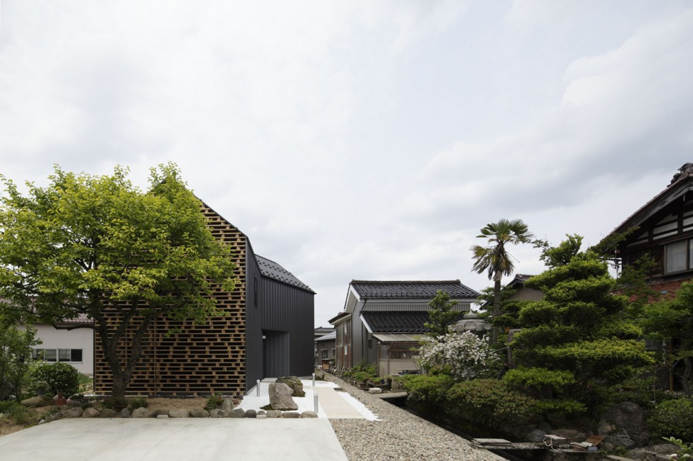 House in Kaga / AE5 partners