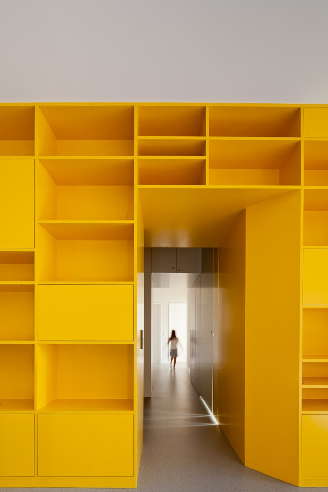 Yellow Apartment Renovation / Pedro Varela &#038; Renata Pinho